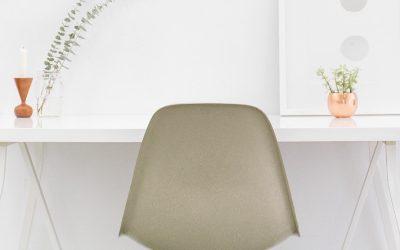 Biurko czy stół jadalny – jak właściwie urządzić miejsce do pracy zdalnej?